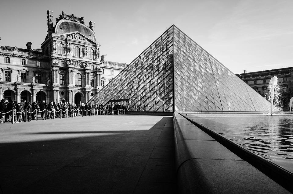 A Mona Lisa végül szerencsésen visszakerült a Louvre-ba.