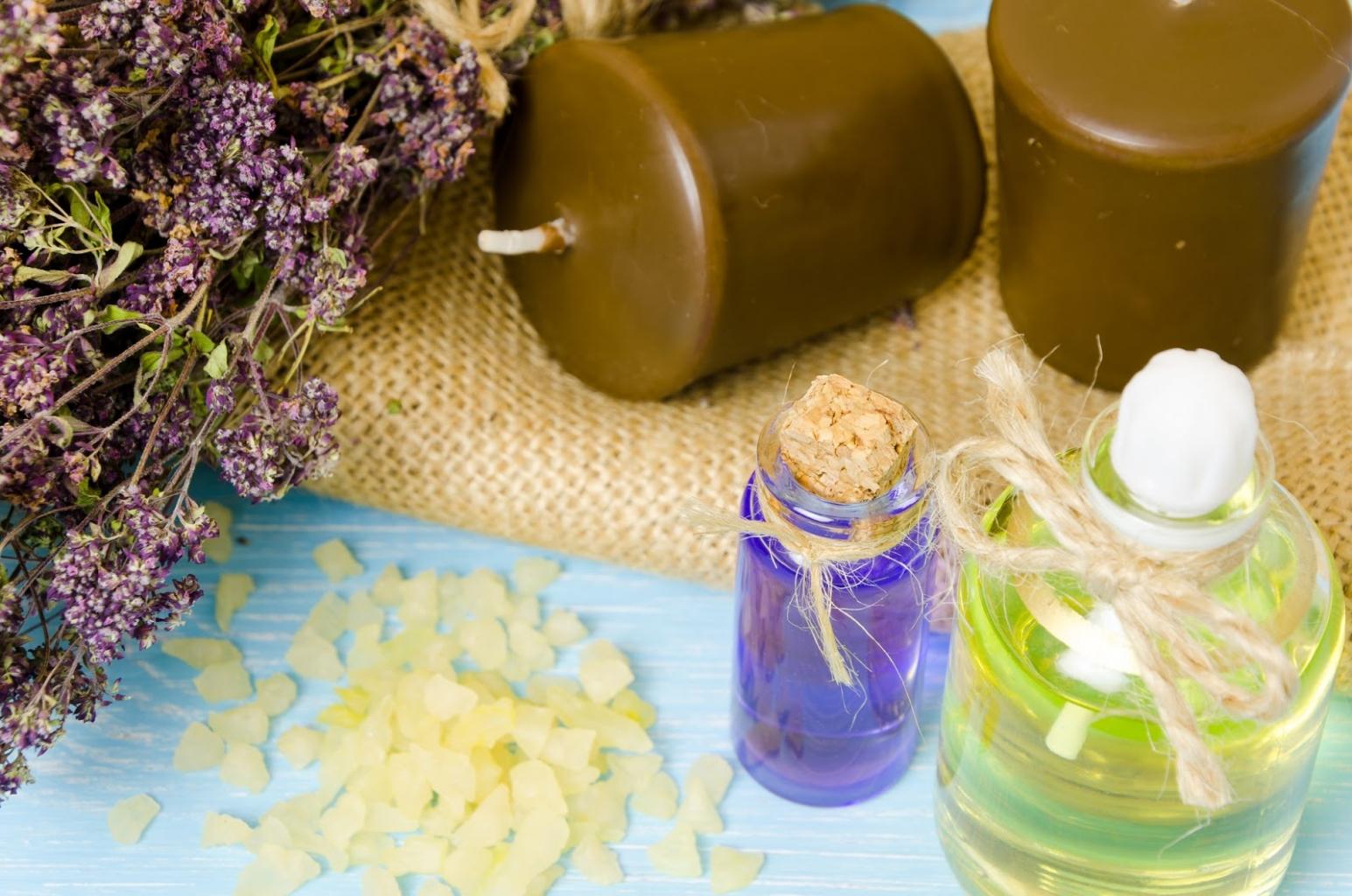 A gyertyákból rengeteg különböző őszi dekoráció készíthető.