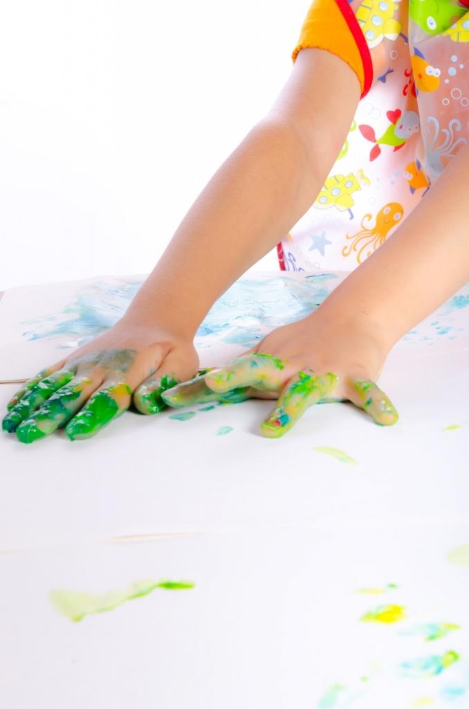 A festési technika úttörője, Ruth Faison Shaw progresszív iskolában oktatta a kézzel festést.