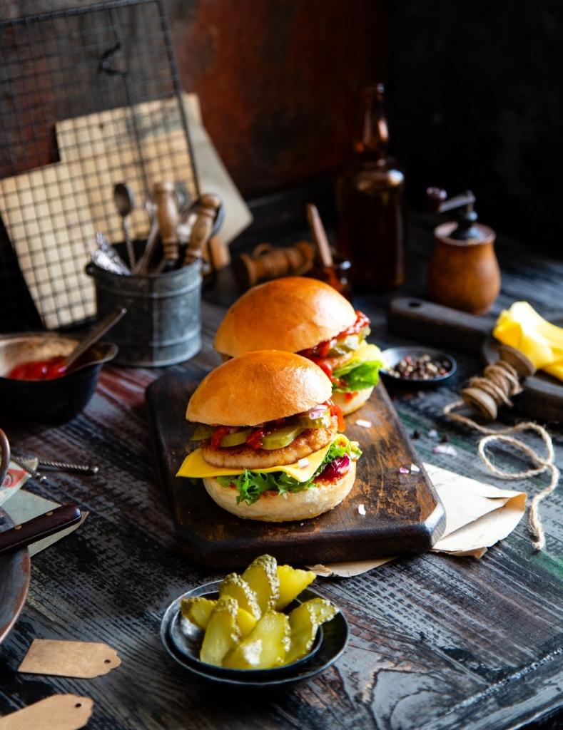 online múzeumi túra - házi hamburger sült krumplival
